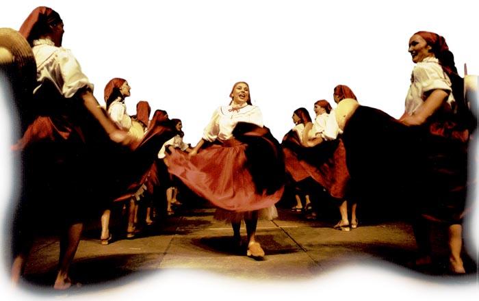 5b70f523a8 Grupos resgatam a cultura brasileira